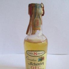 Coleccionismo de vinos y licores: BOTELLIN MINIATURA - SCHENLEY - CANADIAN WHISKY - PRECINTO 1965. Lote 153536954