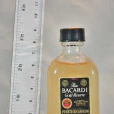 Coleccionismo de vinos y licores: BOTELLITA BOTELLIN RON BACARDI GOLD RESERVE PUERTO RICAN SAN JUAN. Lote 154429934