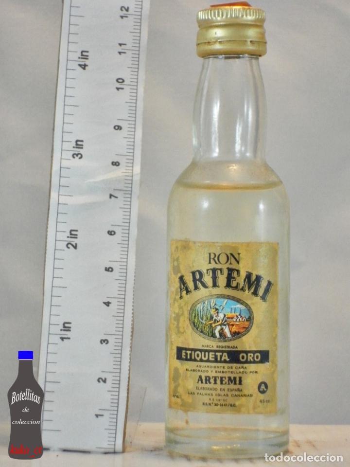 BOTELLITA BOTELLIN RON ARTEMI ETIQUETA ORO DESTILERIAS ARTEMI LAS PALMAS (Coleccionismo - Botellas y Bebidas - Vinos, Licores y Aguardientes)