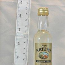 Coleccionismo de vinos y licores: BOTELLITA BOTELLIN RON ARTEMI ETIQUETA ORO DESTILERIAS ARTEMI LAS PALMAS. Lote 154444678