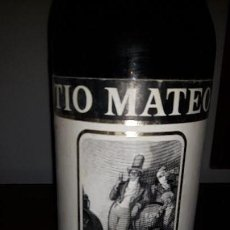 Coleccionismo de vinos y licores: BOTELLA ANTIGUA FINO SHERRY TIO MATEO. PALOMINO&VERGARA. Lote 155986234