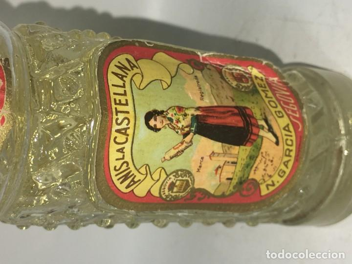 Coleccionismo de vinos y licores: ANTIGUA BOTELLITA BOTELLA AÑIS - Foto 2 - 156475126