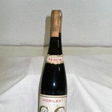 Coleccionismo de vinos y licores: ANTIGUA BOTELLA VINO MORILES TERCIA DE CRUZ CONDE.CÓRDOBA. Lote 157842406