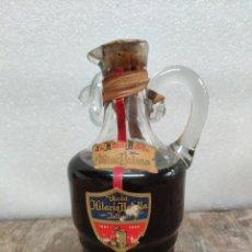 Coleccionismo de vinos y licores: ANTIGUA Y RARA BOTELLA JARRA COÑAC PALMA VIUDA HILARIO BOTELLA JATIVA. Lote 158929736
