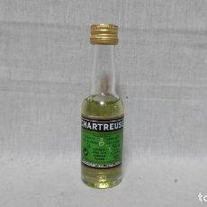 Coleccionismo de vinos y licores: BOTELLIN DE LICOR CHARTREUSE VERDE, 3 CL. Lote 159668602