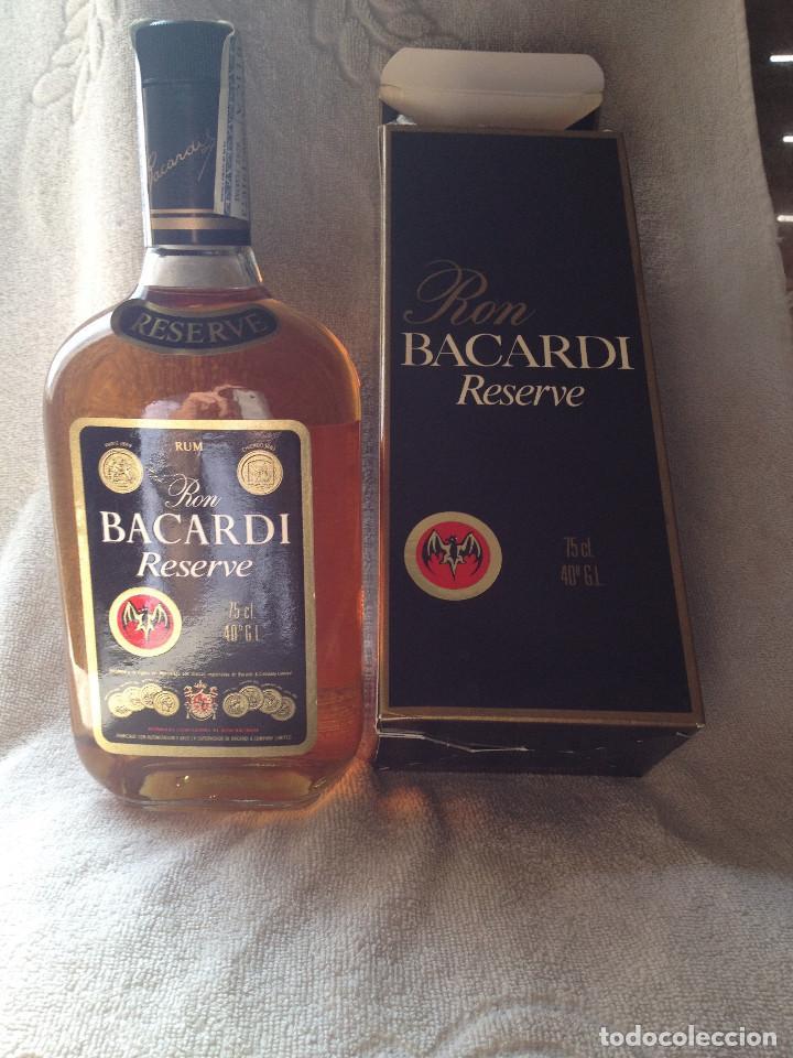 RON BACARDI RESERVE (PUERTO RICO). 75 CL. BOTELLA SIN ABRIR Y CON CAJA. AÑOS 80. PRECINTO HACIENDA. (Coleccionismo - Botellas y Bebidas - Vinos, Licores y Aguardientes)