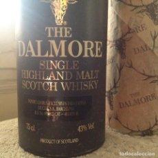 Coleccionismo de vinos y licores: BOTELLA THE DALMORE SINGLE HIGHLAND MALT SCOTH WHISKY. 12 AÑOS. [VINTAGE AÑOS 80]. CON CAJA.. Lote 160601790