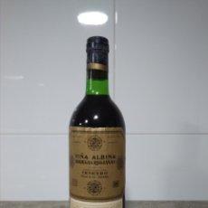 Coleccionismo de vinos y licores: VIÑA ALBINA 1956. BOTELLA DE VINO RIOJA. IMPECABLE. BODEGAS RIOJANAS CENICERO.. Lote 164982316