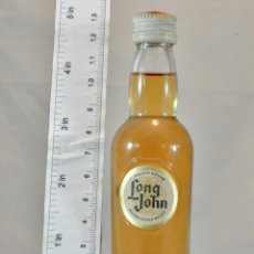 Coleccionismo de vinos y licores: BOTELLITA BOTELLIN LONG JOHN BLENDED SCOTCH WHISKY GLASGOW SCOTLAND . Lote 165605042