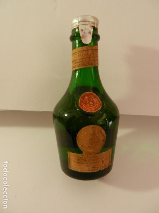 BOTELLIN LIQUORE BENEDICTINE. (Coleccionismo - Botellas y Bebidas - Vinos, Licores y Aguardientes)