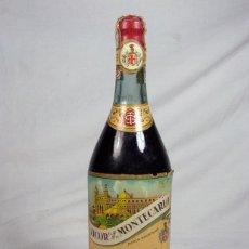 Coleccionismo de vinos y licores: ANTIGUA BOTELLA LICOR MONTECARLO. DESTILERIA LA ESTRELLA. GIJON. ASTURIAS. SIN ABRIR. Lote 165823470