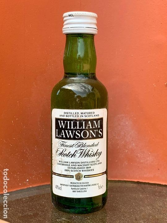 Coleccionismo de vinos y licores: WILLIAM LAWSON'S FINEST BLENDED OLD SCOTCH WHISKY. ANTIGUO BOTELLIN - Foto 1 - 166752282