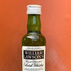 Coleccionismo de vinos y licores: WILLIAM LAWSON'S FINEST BLENDED OLD SCOTCH WHISKY. ANTIGUO BOTELLIN. Lote 166752282
