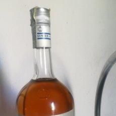 Coleccionismo de vinos y licores: ANTIGUA BOTELLA, CUSENIER, ANISETTE, 1 LITRO. Lote 167100873