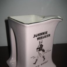 Coleccionismo de vinos y licores: JARRA PORCELANA WHISKY JOHNNIE WALKER. Lote 167878096