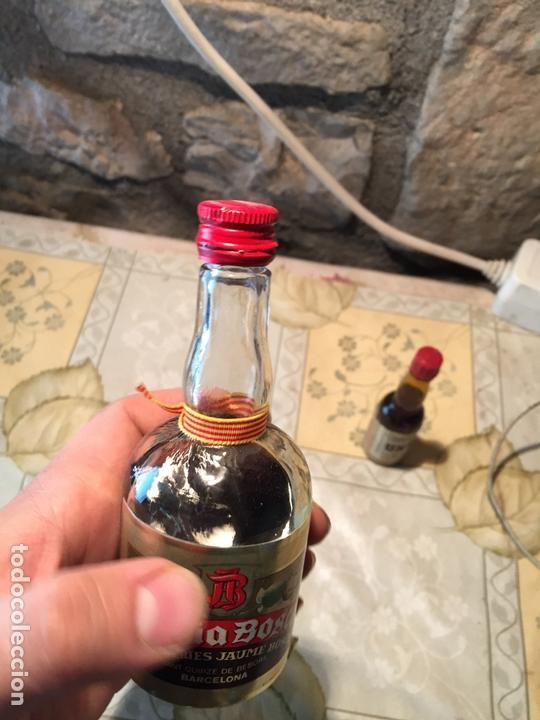 Coleccionismo de vinos y licores: Antigua botella / botellín de ratafia marca Bosch por destil·lerias Jaume Bosch - Foto 3 - 168519360