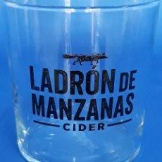 Coleccionismo de vinos y licores: VASO CRISTAL LADRÓN DE MANZANAS CIDER. Lote 180293392
