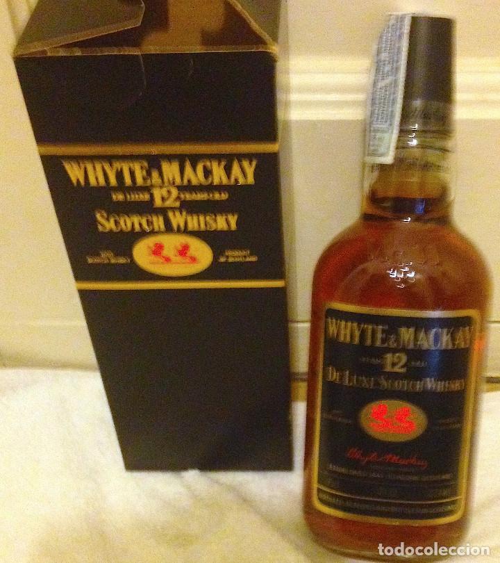 BOTELLA WHYTE & MACKAY 12 YEARS OLD DE LUXE SCOTCH WHISKY. AÑOS 80 SIN ABRIR, PRECINTO. (Coleccionismo - Botellas y Bebidas - Vinos, Licores y Aguardientes)