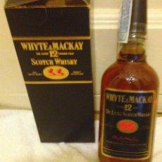 Coleccionismo de vinos y licores: BOTELLA WHYTE & MACKAY 12 YEARS OLD DE LUXE SCOTCH WHISKY. AÑOS 80 SIN ABRIR, PRECINTO.. Lote 169004484