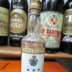 Coleccionismo de vinos y licores: ANTIGUO BOTELLIN BRANDY COÑAC,BRANDY VALDESPINO 12 CM. Lote 169750964
