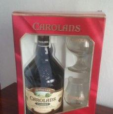 Coleccionismo de vinos y licores: CAJA-ESTUCHE CON BOTELLA CAROLANS FINEST Y DOS COPAS DE CRISTAL.PRECINTODO.. Lote 171260960