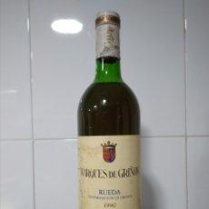 Coleccionismo de vinos y licores: RUEDA MARQUÉS DE GRIÑÓN 1990. BOTELLA DE VINO DE PRESTIGIO.. Lote 171359542