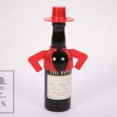 Coleccionismo de vinos y licores: BOTELLÍN DE FINO DE JEREZ TÍO PEPE - EXTRA DRY. PALOMINO FINO - PRECINTADO, LLENO. Lote 171398592