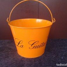 Coleccionismo de vinos y licores: CUBO BOTELLERO AMARILLO , PUBLICIDAD MANZANILLA LA GUITA. Lote 171652402