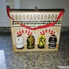 Coleccionismo de vinos y licores: CAJA 4 BOTELLINES BODEGAS CAMPOS MORILES Y MONTILLA.. Lote 172154977