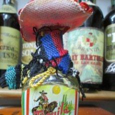Coleccionismo de vinos y licores: ANTIGUO BOTELLIN BRANDY COÑAC, TEQUILA ZAPATA ESTILO MEXICANO. Lote 172402544
