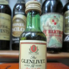 Coleccionismo de vinos y licores: ANTIGUO BOTELLIN BRANDY COÑAC, GLENLIVET SCOTCH WHISKY. Lote 172403400