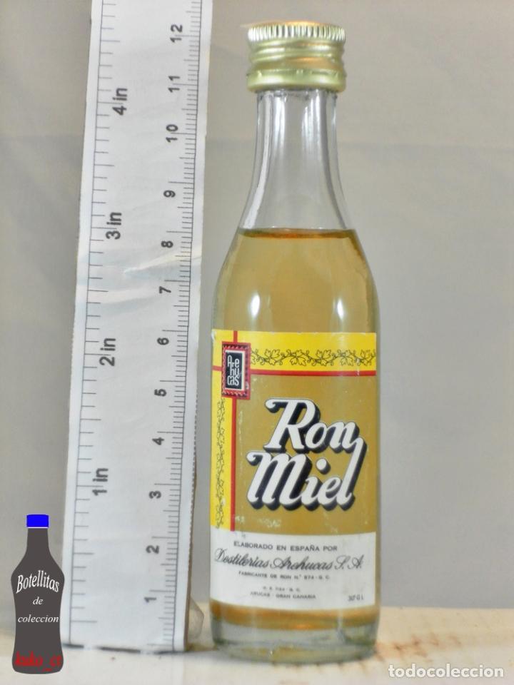 BOTELLITA BOTELLIN RON MIEL AREHUCAS DESTILERIAS AREHUCAS ARUCAS ISLAS CANARIAS (Coleccionismo - Botellas y Bebidas - Vinos, Licores y Aguardientes)