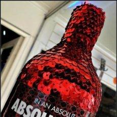 Coleccionismo de vinos y licores: ABSOLUT VODKA * MASQUERADE * DISEÑO LUXURY * + 3000 LENTEJUELAS ROJAS *BOTELLA PRECINTADA *. Lote 174206364