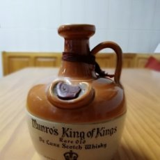 Coleccionismo de vinos y licores: BOTELLA CANECO VINTAGE MUNRO'S KING OF KINGS 1960 RARE OLD DE LUXE SCOTCH WHISKY. Lote 176131820