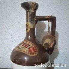 Coleccionismo de vinos y licores: BOTELLA DE LICOR EN CERAMICA. CURAÇAO CHIPRE BARDINET. MED S XX.. Lote 177619003