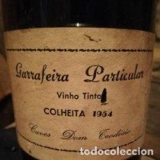 Coleccionismo de vinos y licores: ANTIGUA BOTELLA DE VINO, CAVES DON TEODOSIO . GARRAFEIRA PARTICULAR COSECHA DE 1954. Lote 177620225