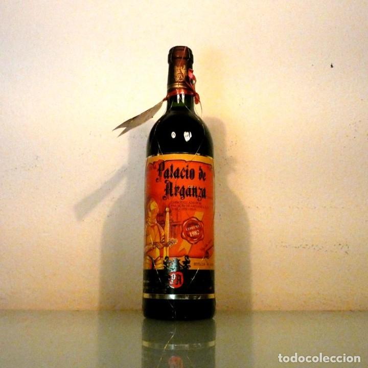 Coleccionismo de vinos y licores: LOTE 2 BOTELLAS PALACIO DE ARGANZA 1982 - VINO DE COLECCIÓN - Foto 2 - 178321117