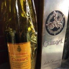 Coleccionismo de vinos y licores: ANTIGUA BOTELLA BRANDY CARLOS I DE DOMECQ. Lote 179049521