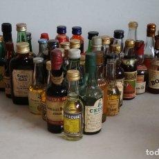 Coleccionismo de vinos y licores: LOTE DE 42 BOTELLINES ANTIGUOS, 39 LLENOS. CHARTREUSSE, OSBORE, TORRES, ZOCO.... Lote 179135716