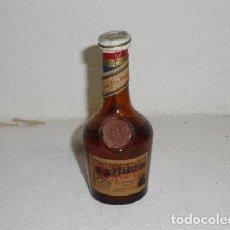 Coleccionismo de vinos y licores: ANTIGUA BOTELLA O BOTELLITA FRADETINE (PORTUGAL). Lote 179540318