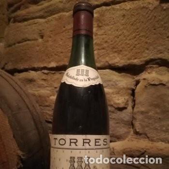ANTIGUA BOTELLA DE VINO, TORRES, SANGRE DE TORO, RESERVA 1973. IDEAL COLECCIONISTAS (Coleccionismo - Botellas y Bebidas - Vinos, Licores y Aguardientes)