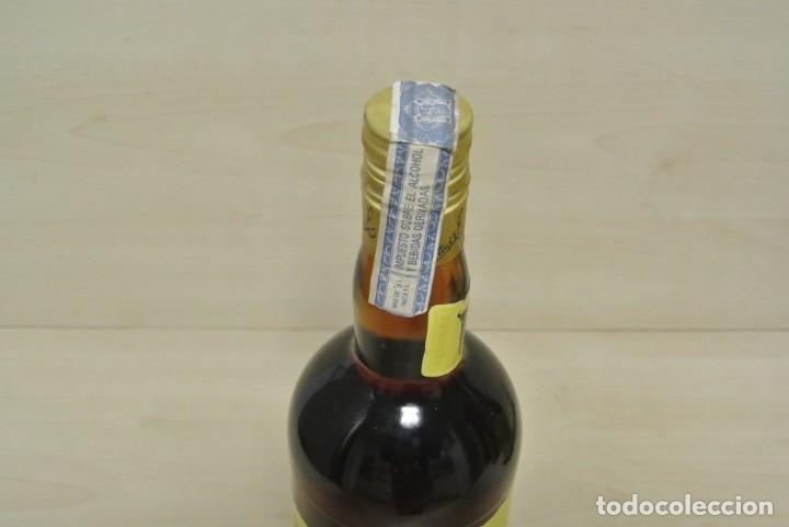 Coleccionismo de vinos y licores: BRANDY DE JEREZ , MAGNO , OSBORNE - Foto 3 - 180278213