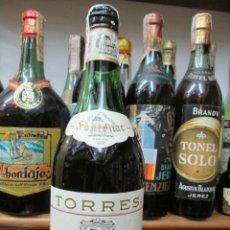 Coleccionismo de vinos y licores: ANTIGUA BOTELLA BRANDY COÑAC, TORRES GRANDE FINE FONTENAC, DE IMPUESTO DE 4 PTS. DECADA 60-70. Lote 181071427