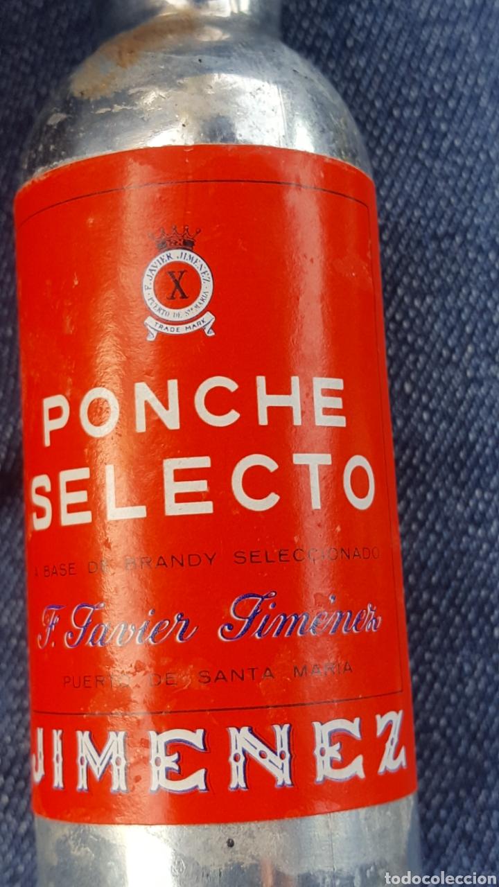Coleccionismo de vinos y licores: PONCHE SELECTO JIMENEZ. CERRADO. PRECINTADO. CON SELLO DE UNA PESETA. - Foto 3 - 182747480