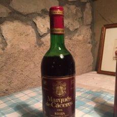 Coleccionismo de vinos y licores: ANTIGUA BOTELLA DE VINO TINTO MARCA MARQUÉS DE CÁCERES AÑO 1984 RIOJA. Lote 182914690