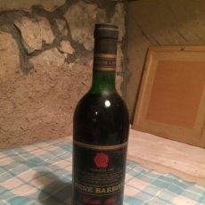 Coleccionismo de vinos y licores: ANTIGUA BOTELLA DE VINO TINTO MARCA RENÉ BARBIER AÑO 1983. Lote 183014230