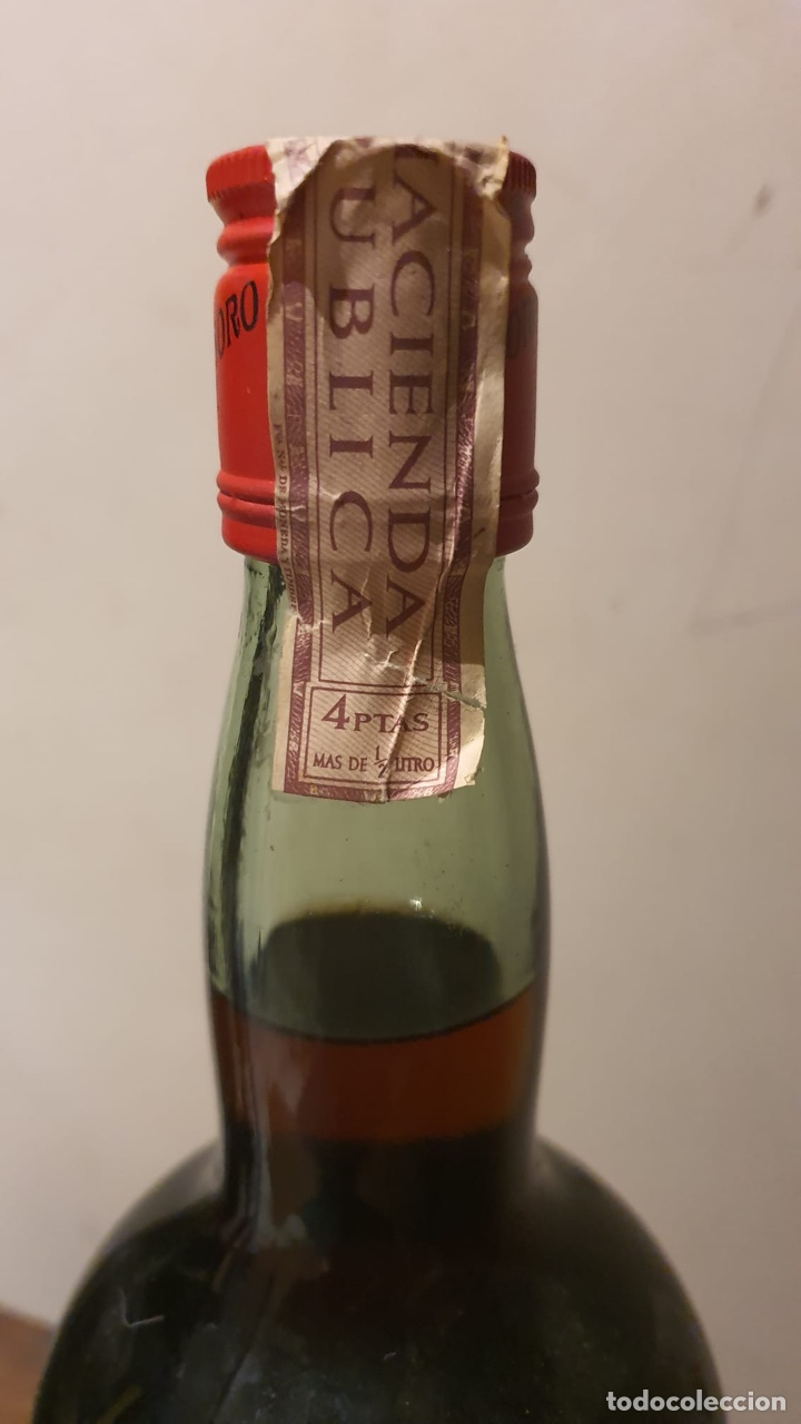 Coleccionismo de vinos y licores: Botella antigua de ponche real tesoro, sello de 4 pesetas - Foto 9 - 183372282