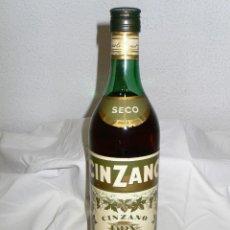 Coleccionismo de vinos y licores: BOTELLA VERMOUTH CINZANO DRY.. Lote 183486025
