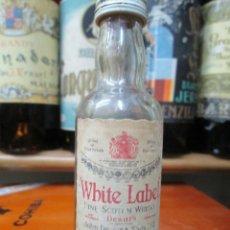 Coleccionismo de vinos y licores: ANTIGUO BOTELLIN DEVAR´S FINE SCOTHC WHISKY. Lote 184211455