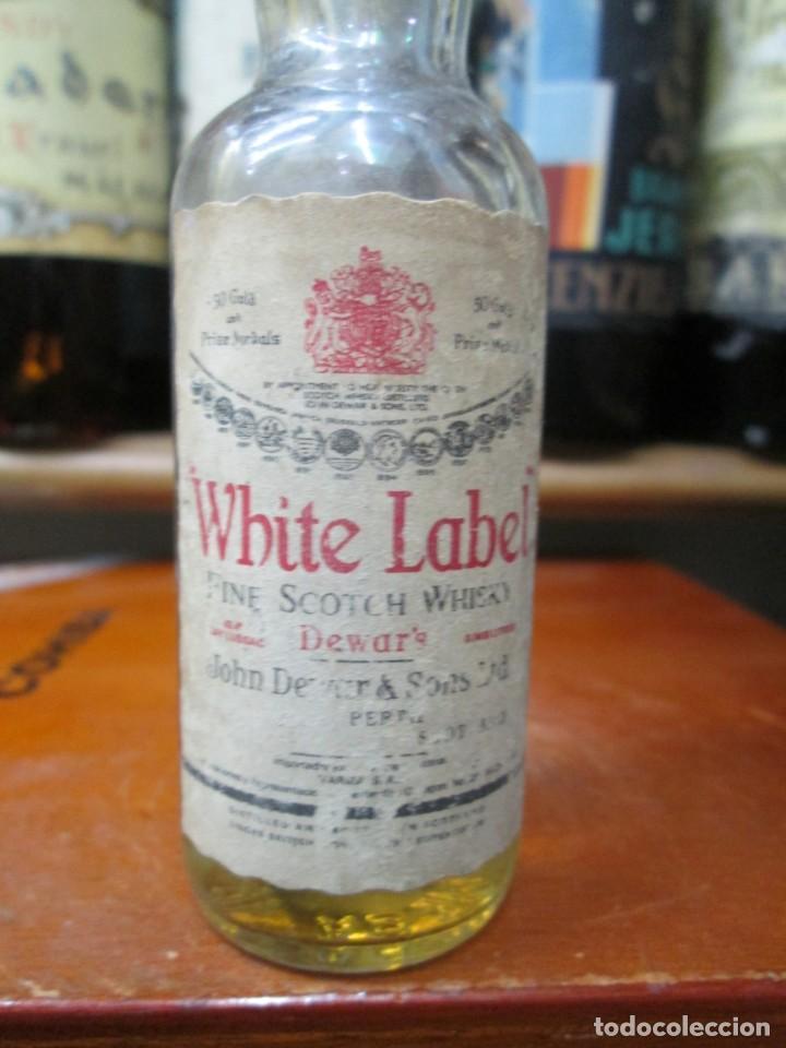 Coleccionismo de vinos y licores: ANTIGUO BOTELLIN DEVAR´S FINE SCOTHC WHISKY - Foto 2 - 184211455